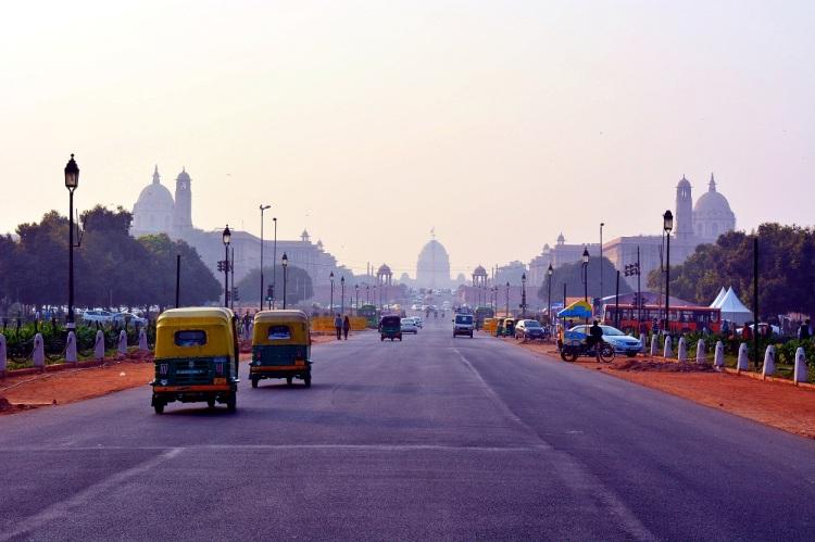 Rickshaws on a misty road in Delhi