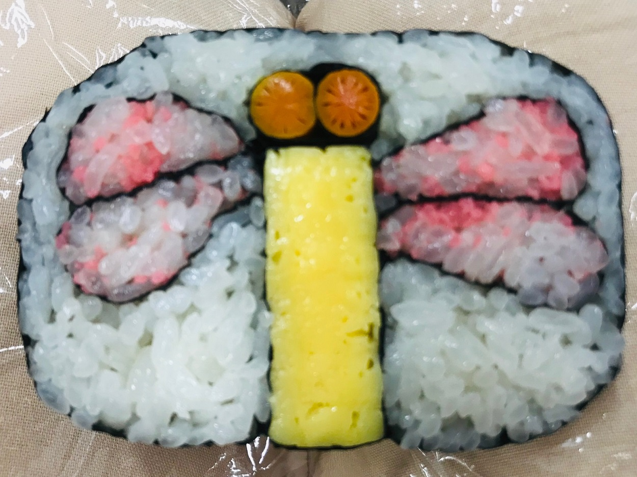 Butterfly patterned sushi maki roll